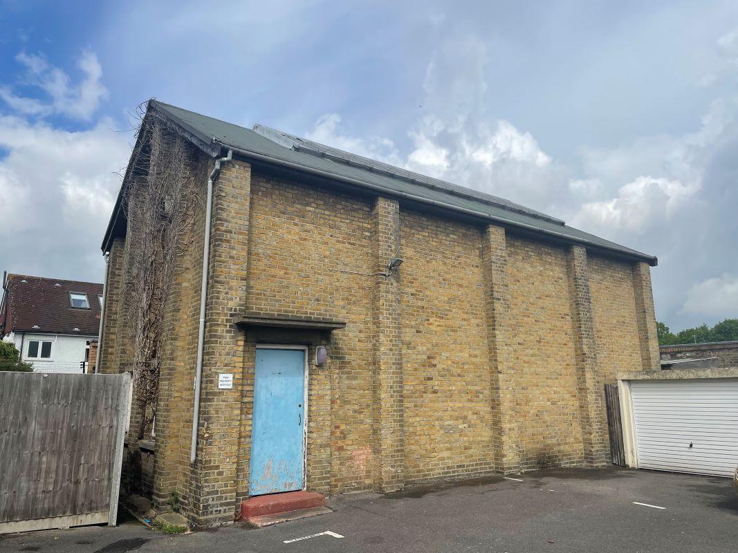 Squash Court, Kneller Road, Twickenham, Middlesex, TW27DN