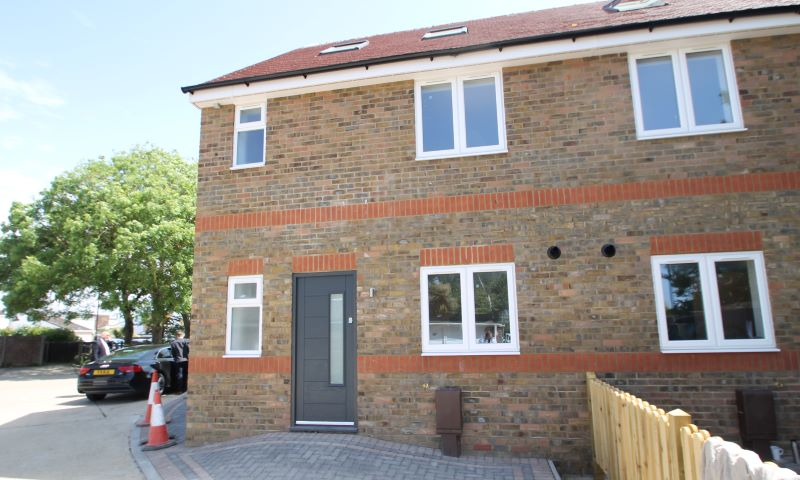 FOR SALE BY PRIVATE TREATY 1 Woodfield Mews, Woodfield Close, Pagham, Bognor Regis, PO21 4AQ