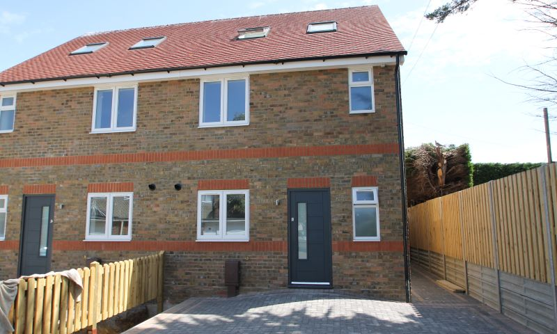 FOR SALE BY PRIVATE TREATY 2 Woodfield Mews, Woodfield Close, Pagham, Bognor Regis, PO21 4AQ