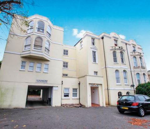 Flat 16 Fairfields, Broadwater Road, Worthing, West Sussex, BN14 8AD