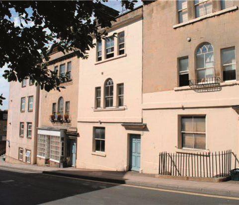 Flat 1, 5 Morford Street, Bath, Somerset, BA12RJ