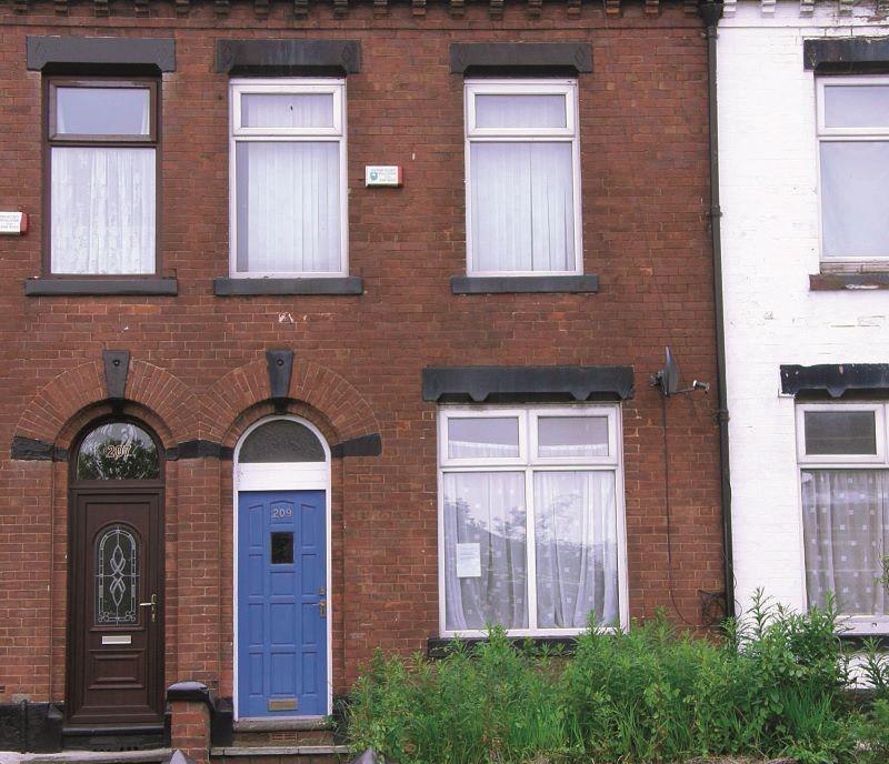 209 Lees Road, Oldham, Lancashire, OL41LS