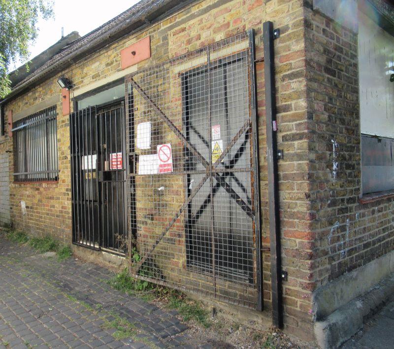 2a & 6-9 Park Avenue Mews, Streatham Rd, Mitcham, Surrey, CR42EL