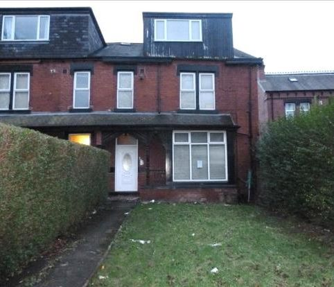 Flat 3, 230 Harehills Avenue, Leeds, West Yorkshire, LS84HX