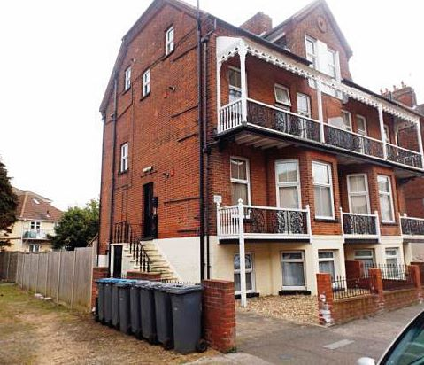 Flat 4 Osbourn House, 8 Granville Road, Felixstowe, Suffolk, IP11 2AT