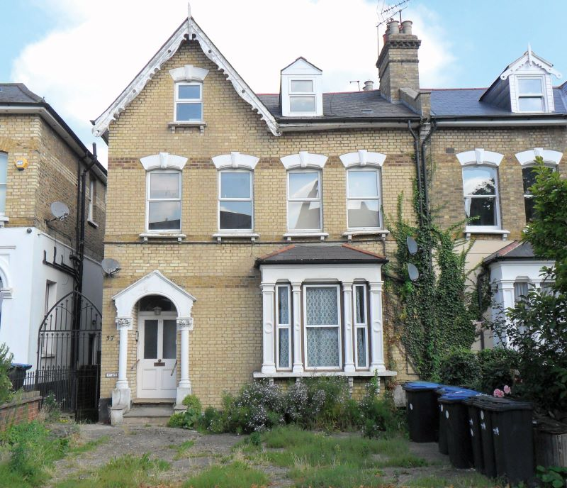 37D Chase Green Avenue, Enfield, Middlesex, EN28EB