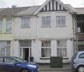 Flat 4 Ystalyfera Court, 82 Commercial Street, Ystalyfera, Swansea, SA92HU