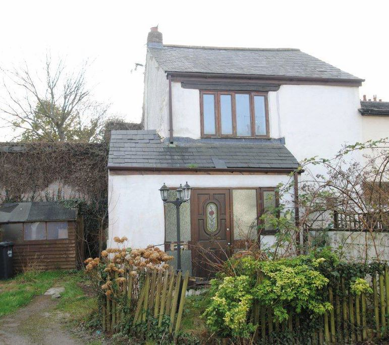 6 Oakland Place, South Street, South Molton, Devon, EX36 4AD