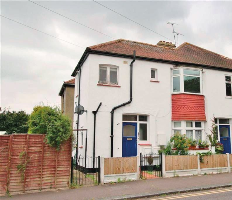 Flat 1, 230 Manchester Drive, Leigh-on-Sea, Essex, SS9 3ET