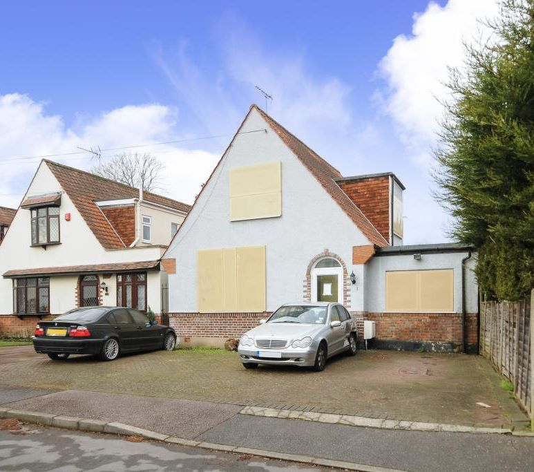 1 Wynlie Gardens, Pinner, Middlesex, HA5 3TN