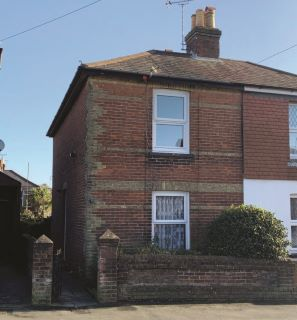 Property for auction in Isle of Wight)