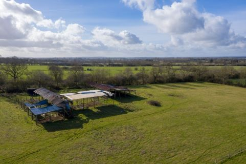 Property for auction in Buckinghamshire)