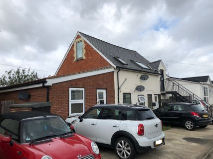 Property for auction in Berkshire)